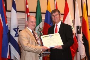Dan receiving Kapp Award from G-I President, Dr. Jean-Louis Briaud, P.E.